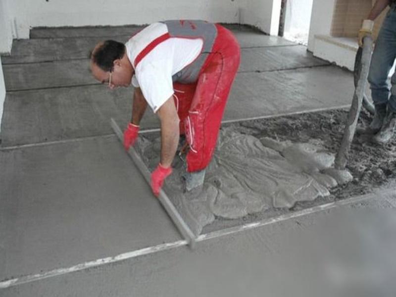 Как залить цементно-песчаную стяжку пола